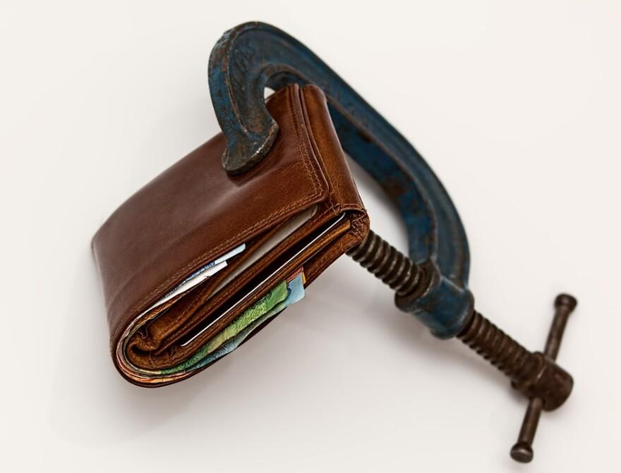 money_wallet_squeeze.jpg