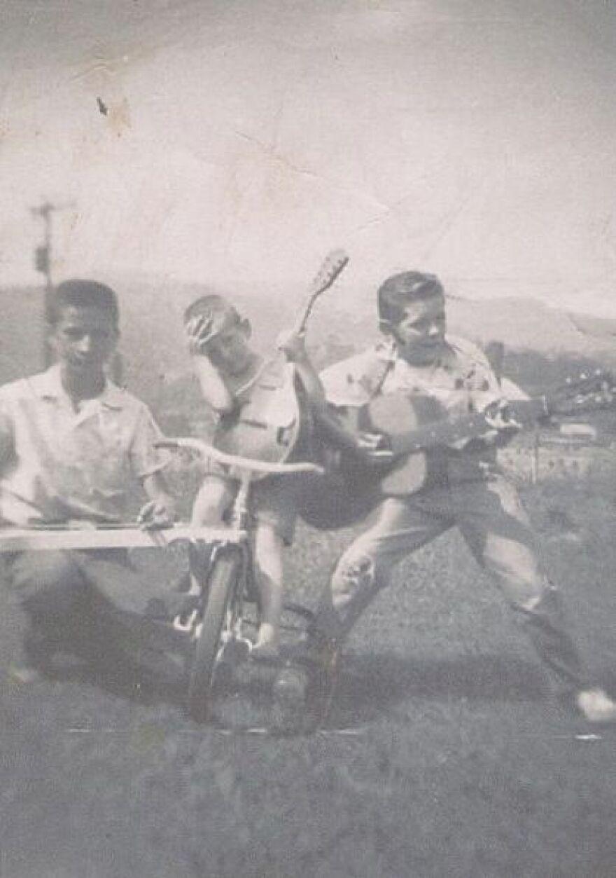 bill,_jimmy_and_richard_with_dude's_instruments.jpg