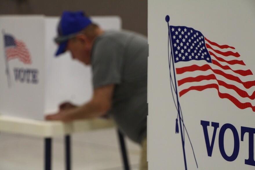 xxxx18_KNS_KansasElections_PollingPlace2.jpg