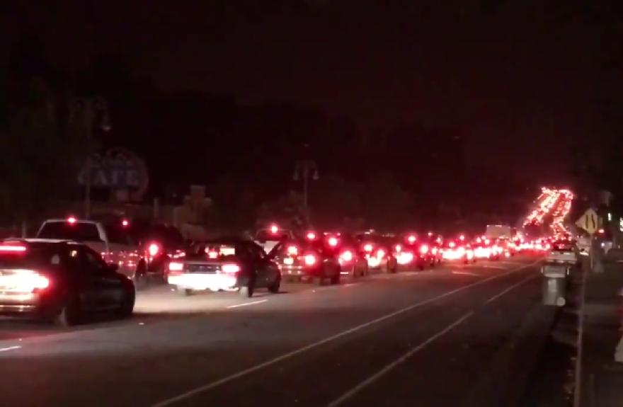 redding_evacuation_many_cars.png