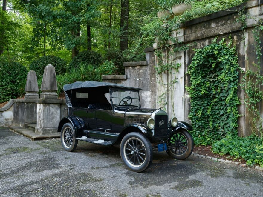 Photo of a Model T Ford automobile.