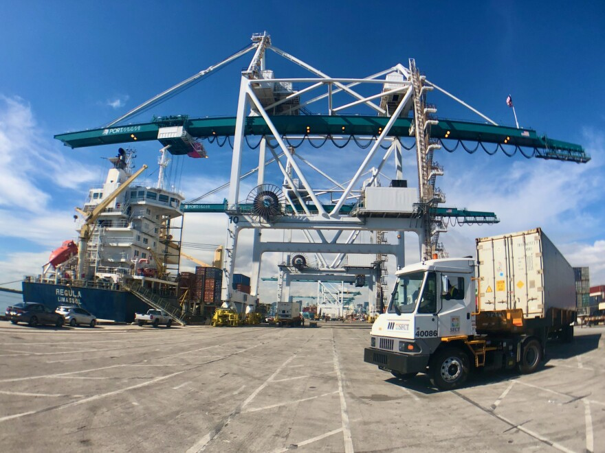PortMiami-Crane-Truck-WideAngle-01212021.jpeg
