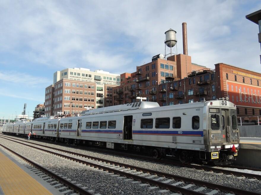 2014.11.21.Rail_Cars_at_Union_Station.01_0.jpg