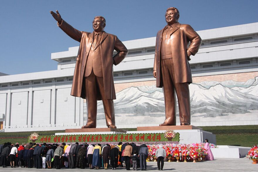 1024px-the_statues_of_kim_il_sung_and_kim_jong_il_on_mansu_hill_in_pyongyang__april_2012_.jpg