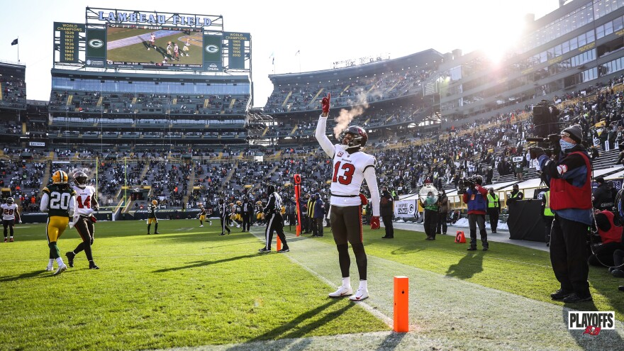 Mike Evans points to the air after catching a touchdown pass.