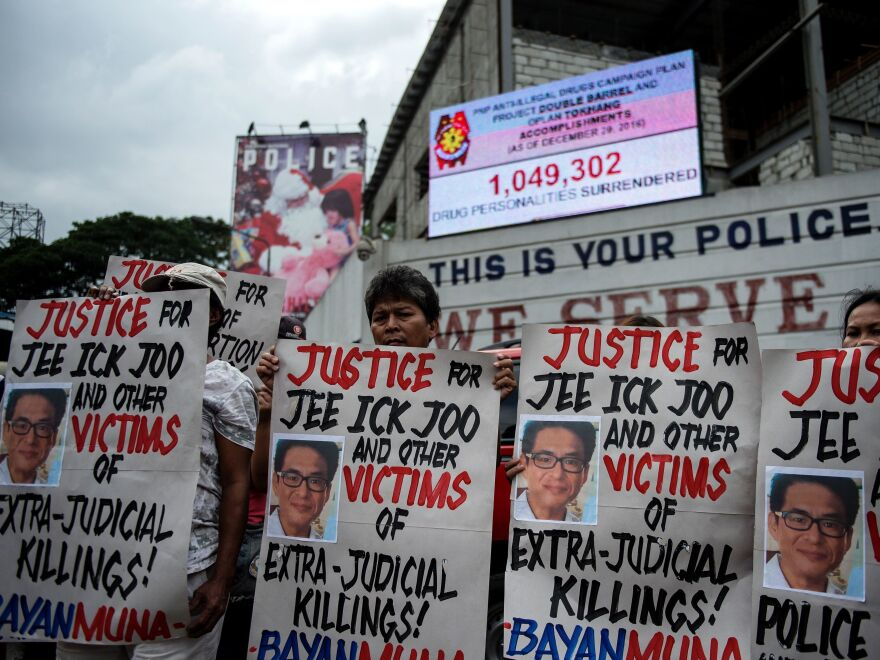 Protesters gathered outside the headquarters of the Philippine National Police after an investigation revealed South Korean businessman Jee Ick-Joo was kidnapped and killed by policemen.