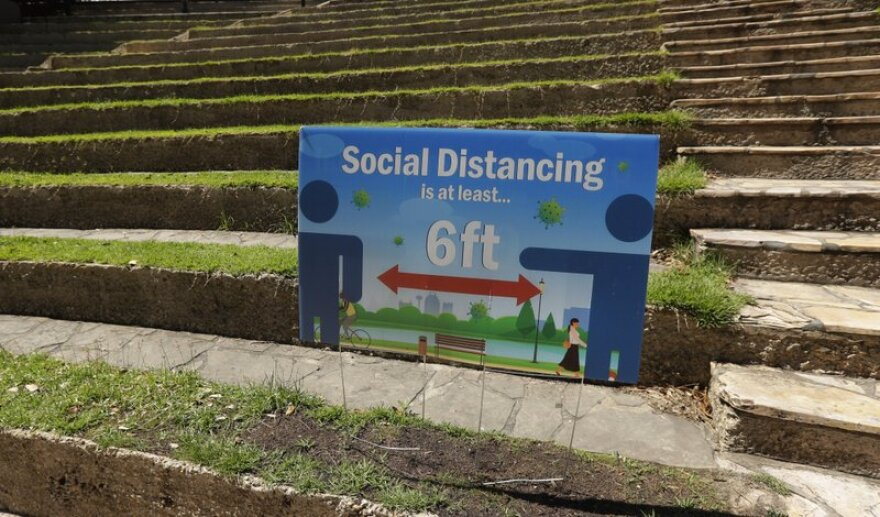 A sign encouraging physical distancing