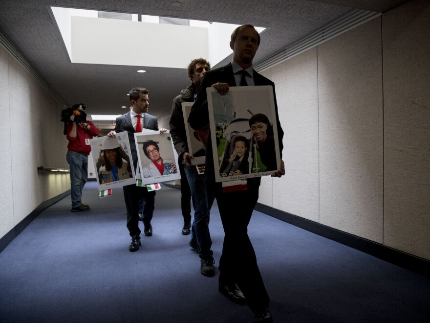 Family members brought photos of those lost in Ethiopian Airlines Flight 302 and Lion Air Flight 610 to the hearings, and met with Muilenburg afterward.