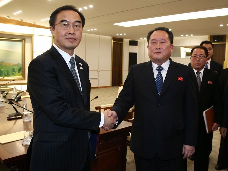South Korean Unification Minister Cho Myung-gyun (left) shakes hands with North Korean chief delegate Ri Son Gwon after their meeting Tuesday at the village of Panmunjom in the Demilitarized Zone dividing the two countries.