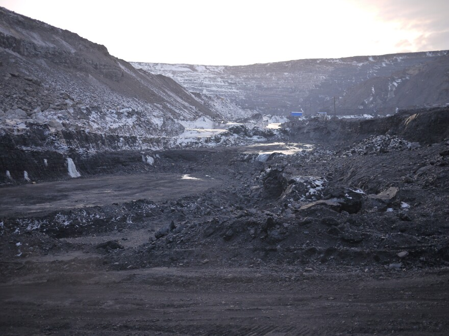 The Longhua Harbin Coal Company, a subsidiary of China National Coal Group, the third-largest coal mining company in the world, employs 4,000 people, but is scheduled to close by the end of this year. When it closes, it will wipe out the town of Dalianhe's main source of revenue.