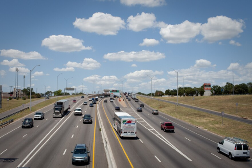 Traffic_-_I_35_and_MLK_-_By_Daniel_Reese.jpg