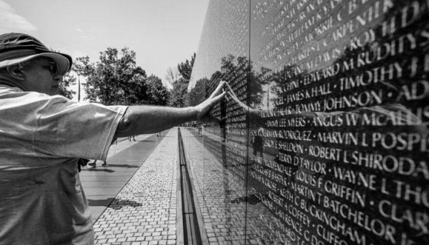 Vietnam-memorial-wall-e1519148847708.jpg
