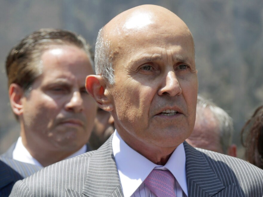 Former Los Angeles County Sheriff Lee Baca has withdrawn his guilty plea and chosen to go to trial on a charge of lying to federal investigators about allegations of corruption in his jail.