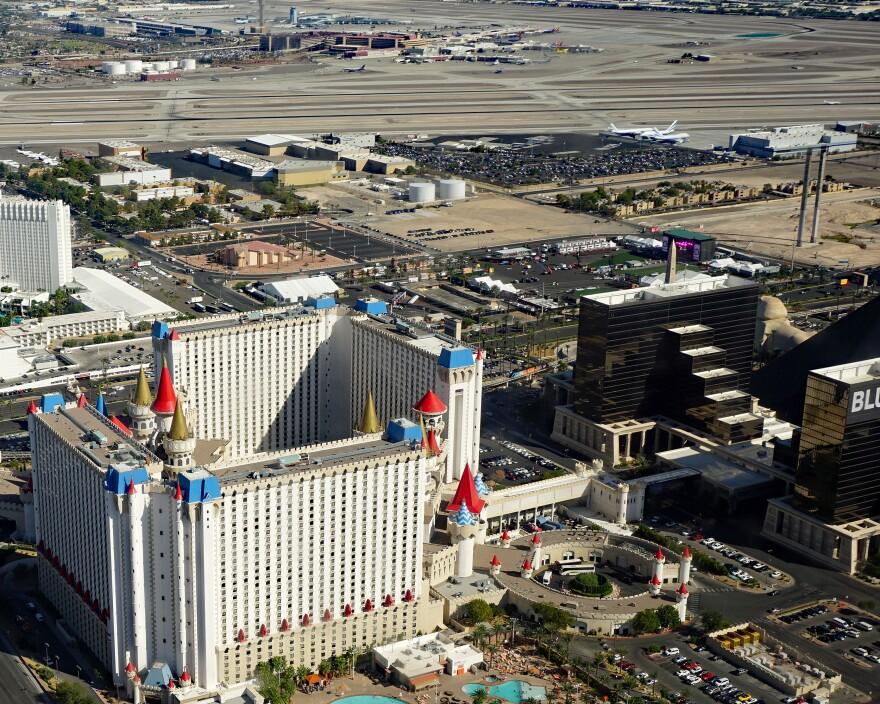 Las_Vegas_Strip_shooting_site_09_2017_4947_0.jpg