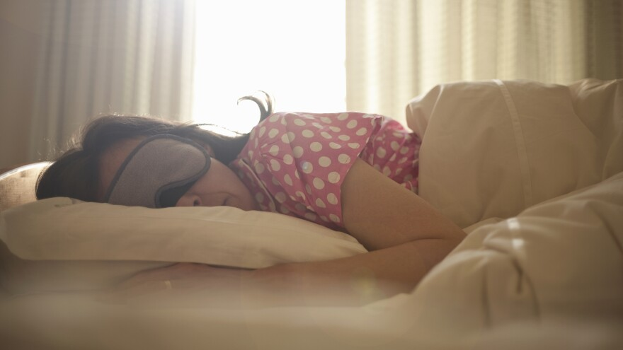 How do successful people's sleep patterns compare to average people?