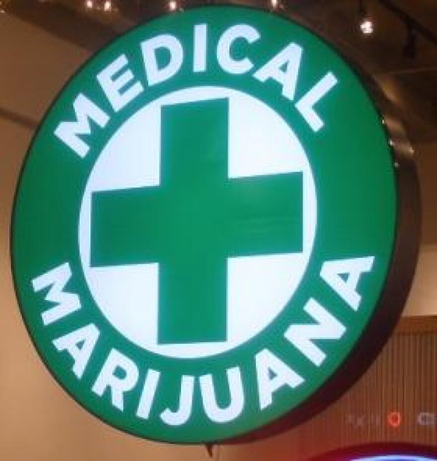 medical_marijuana_sign_02_wiki.jpg