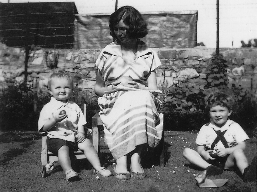 O'Brien sits with her children, Carlo and Sasha Gebler, in 1959.