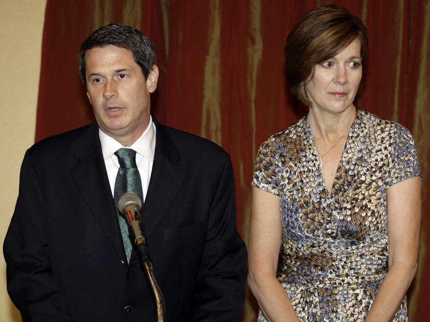 Then-Sen. David Vitter, R-La., speaks to the media with his wife Wendy in 2007. It was his first public appearance since his phone number was linked to a Washington escort service.