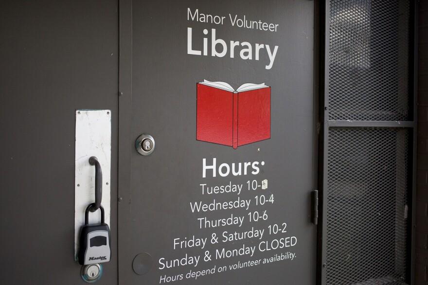 manor-library-4.jpg