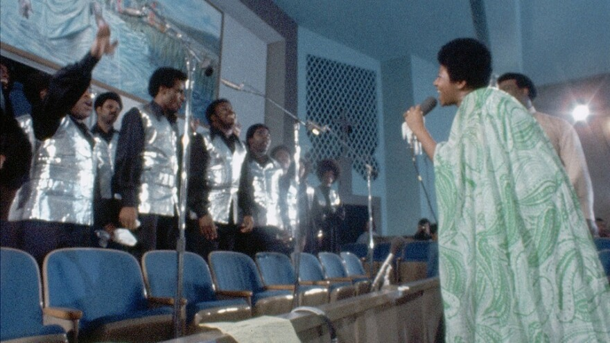 Aretha Franklin and members of the Southern California Community Choir in a still from the documentary <em>Amazing Grace</em>.