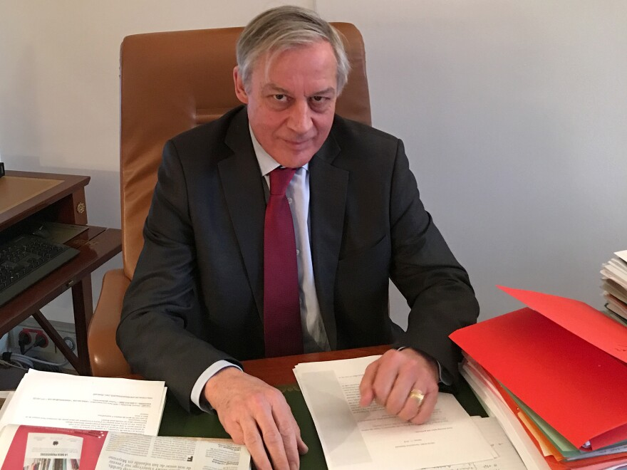 Christian Noyer, former head of Banque de France, is working to promote Paris as a financial center competitive with London.