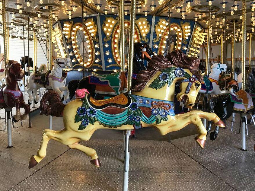 country_carousel_-_libby_hanssen.jpg