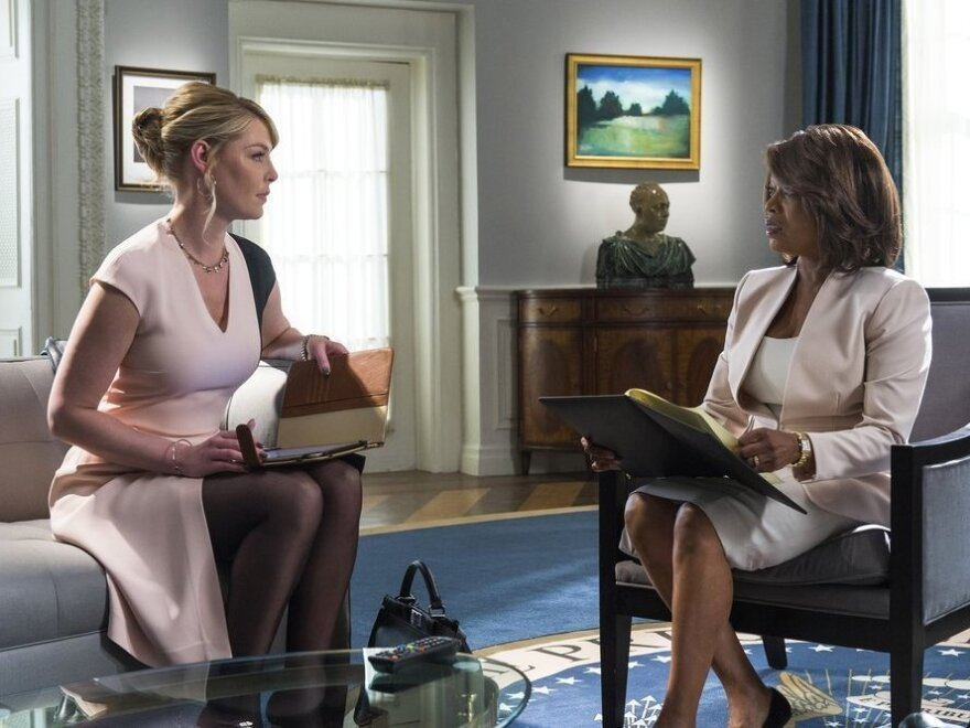 Katherine Heigl as Charleston Tucker and Alfre Woodard as President Constance Payton in NBC's <em>State Of Affairs</em>.
