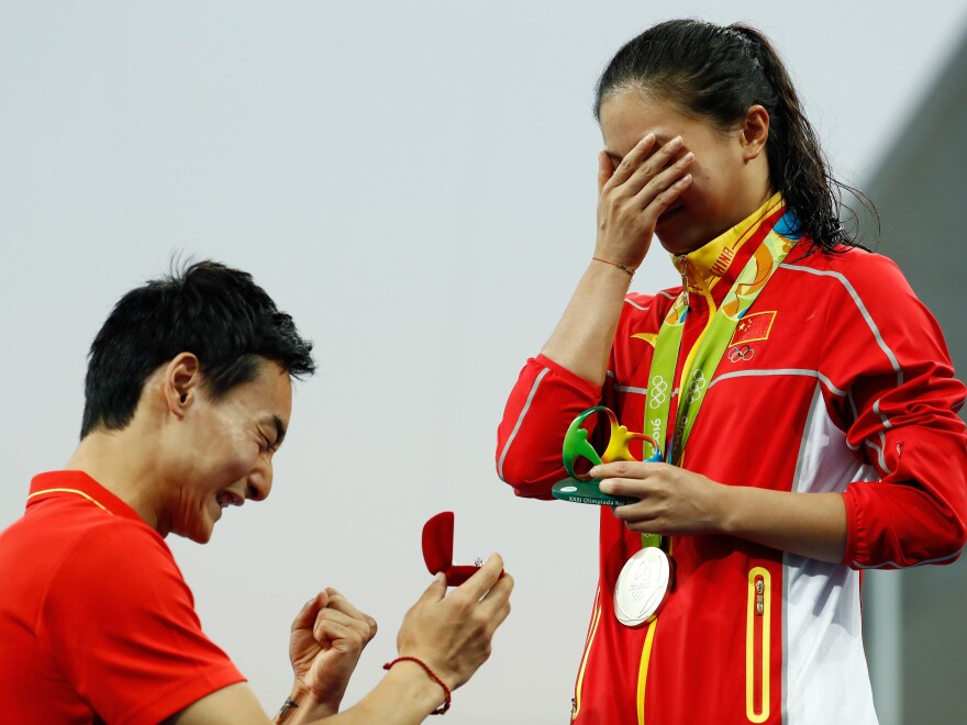 Chinese diver Qin Kai proposes marriage to He Zi, who had just received a silver medal in the women's diving 3-meter springboard final in Rio on Sunday.