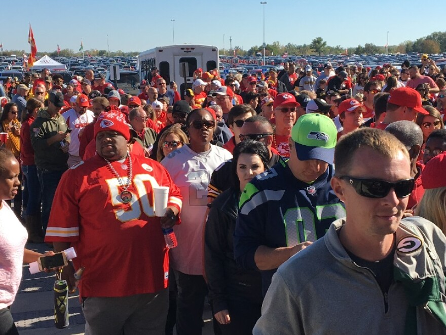 chiefs_fan_queue_0.jpg