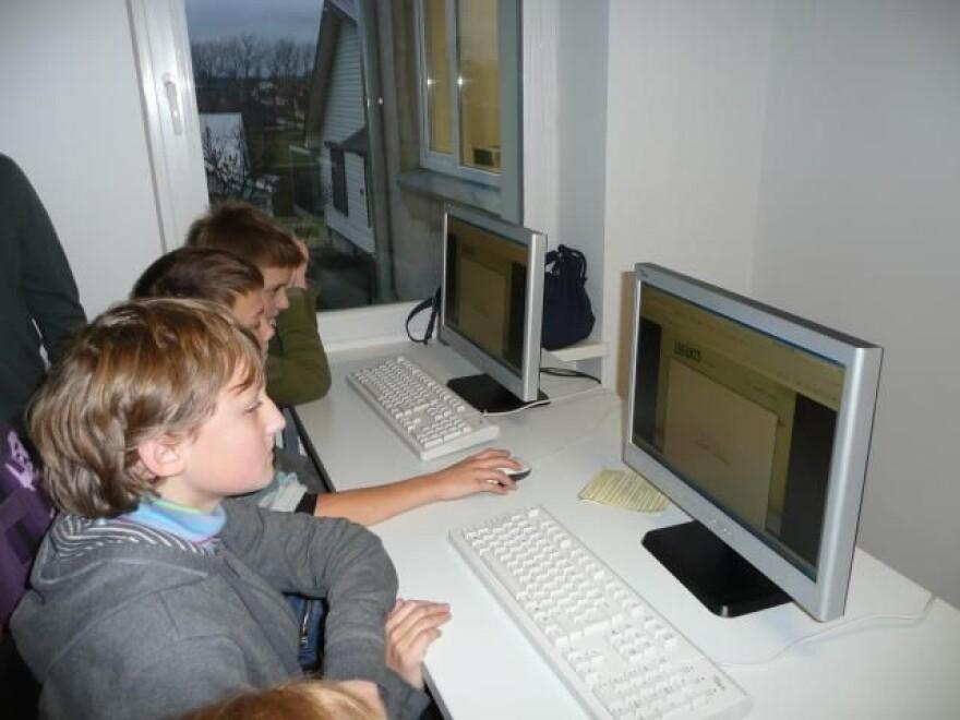 children_computers.jpg