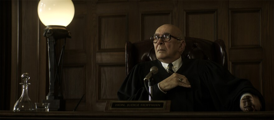 """Frank Langella as Julius Hoffman in """"The Trial of the Chicago 7."""" (Niko Tavernise/Netflix)"""