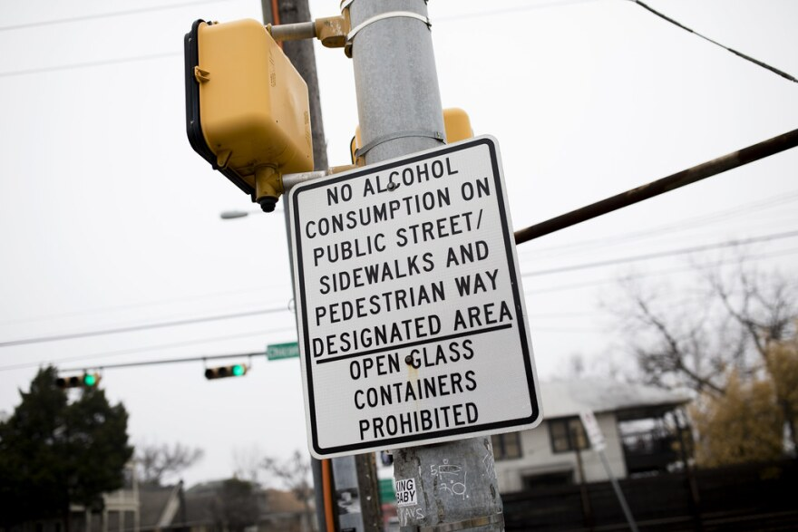 A sign says alcohol consumption on public streets and sidewalks is forbidden.