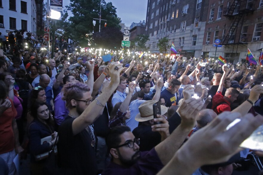 candlelight_vigil_nyc_orlando_pulse_shootings.jpg