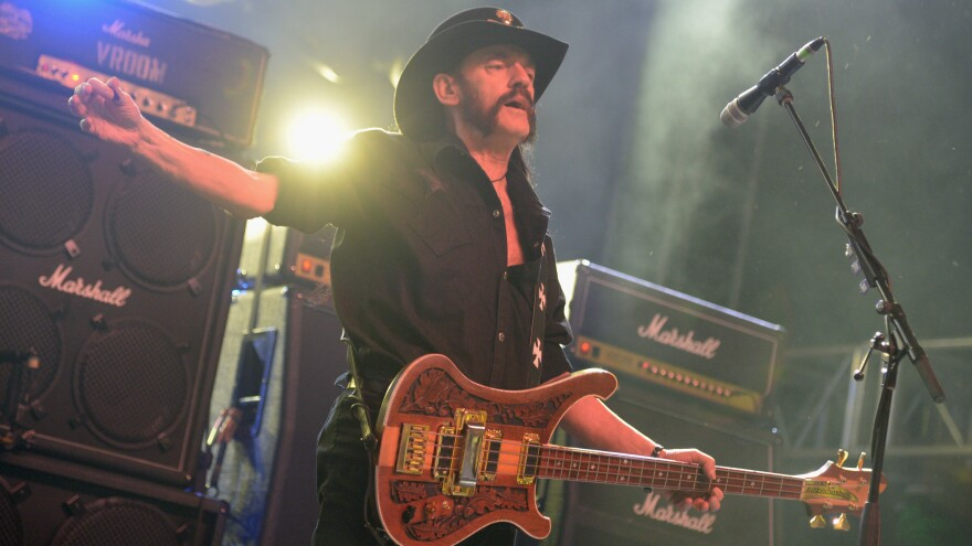 Fans of late Motörhead frontman Lemmy Kilmister are calling for a new heavy element to be named after him.