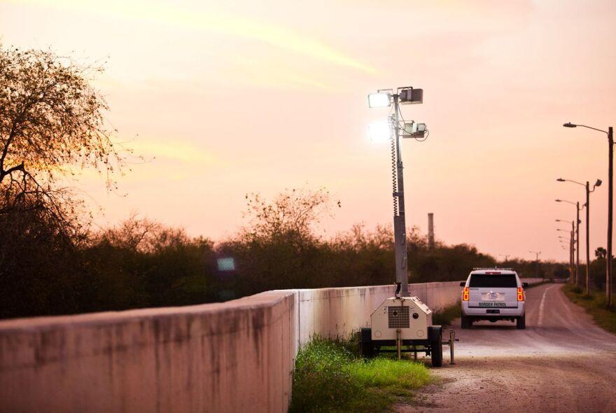 TXT-BorderWall-Richmond053a.JPG