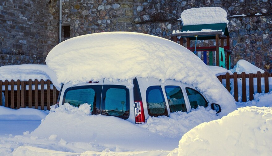 snow_buries_car.jpg