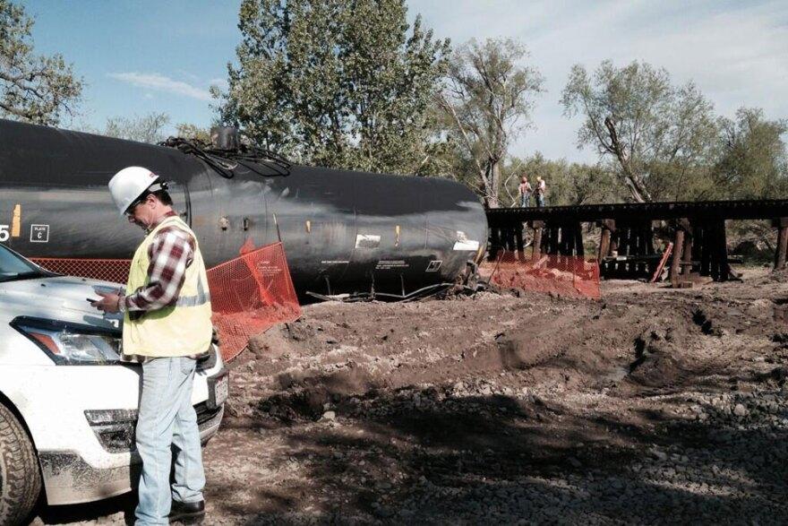 gh-greeley-rail-crude-spill_05142014.jpg
