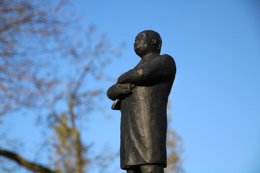 mlk_statue_in_park_in_amsterdam.jpg