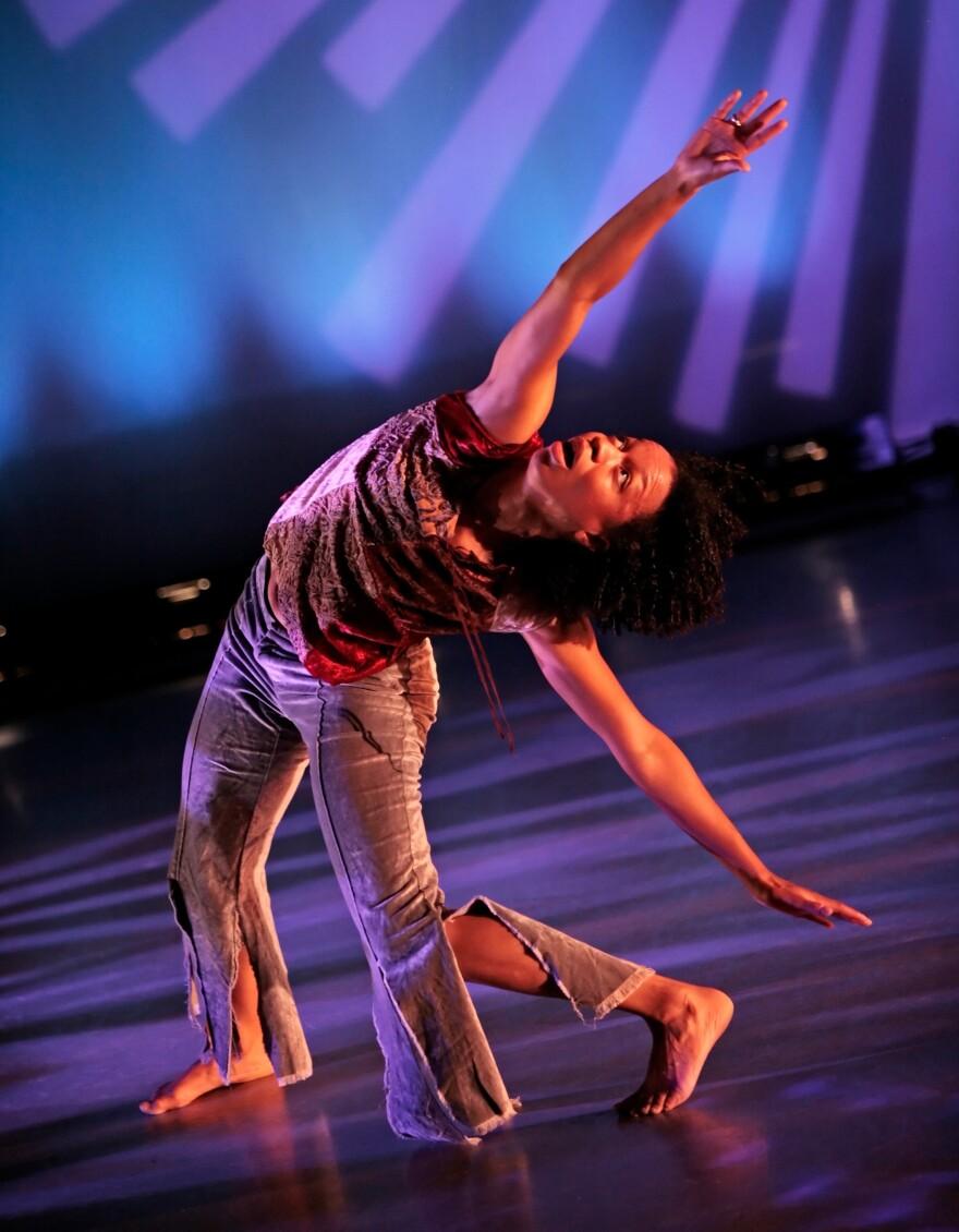 """Mason performs Jawole Willa Jo Zollar's """"Bent."""""""