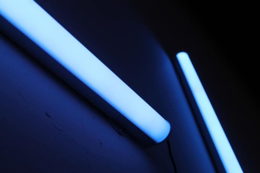 081020_UV_Light_Rich_Smith_Unplsash.jpg