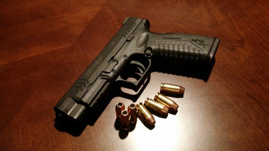 handgun-231696_1920.jpg