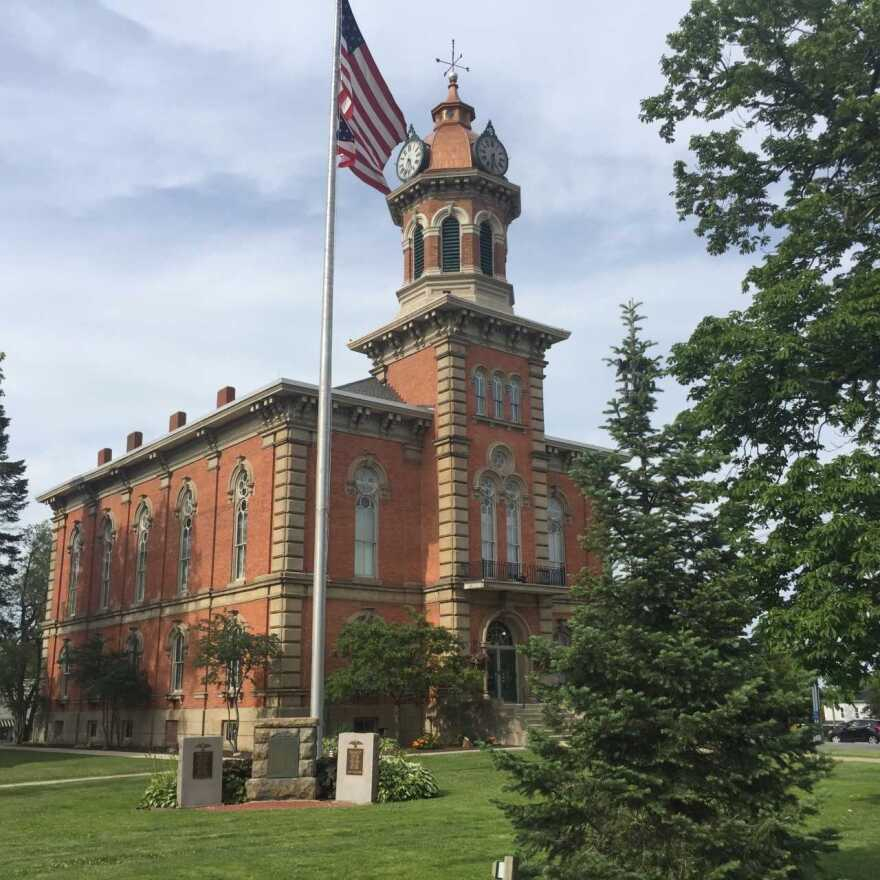Courthouse on the square in Chardon, OH