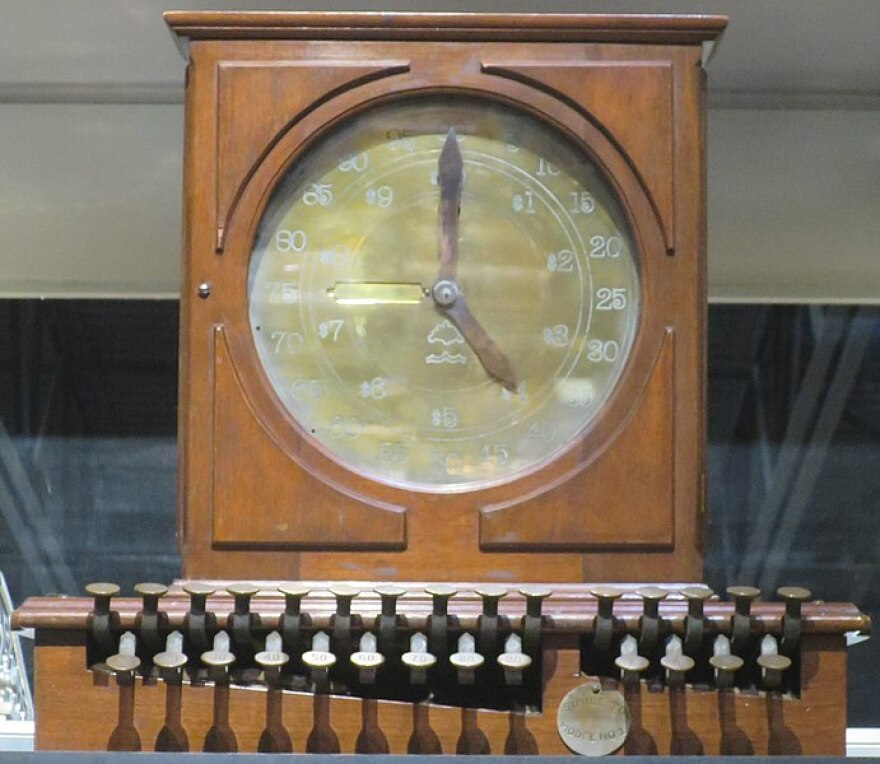 A photo of a reproduction of the Ritty Dial,_the_first_practical_cash_register.jpg