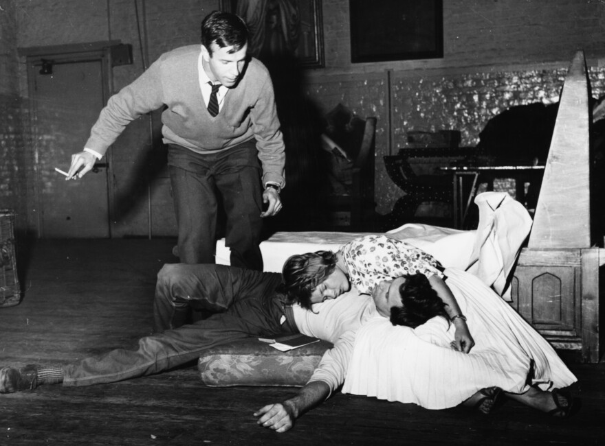 Zeffirelli directs Judi Dench and John Stride in a production of <em>Romeo and Juliet</em> at The Old Vic in London in 1960.