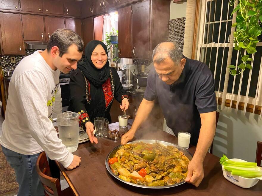 052220_JF_Al-Shaikhli family breaks fast_Jodi Fortino.JPG