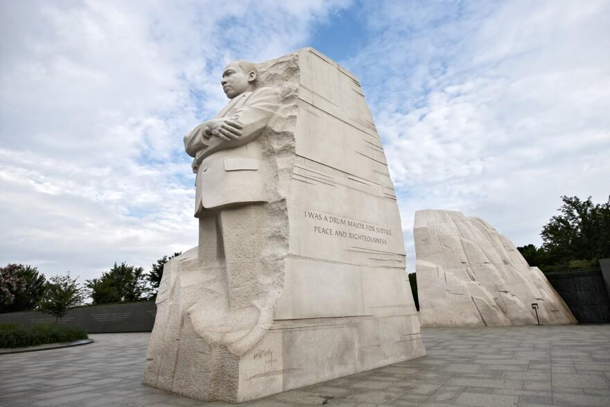 AP_102765693361-MLKMemorial.jpg