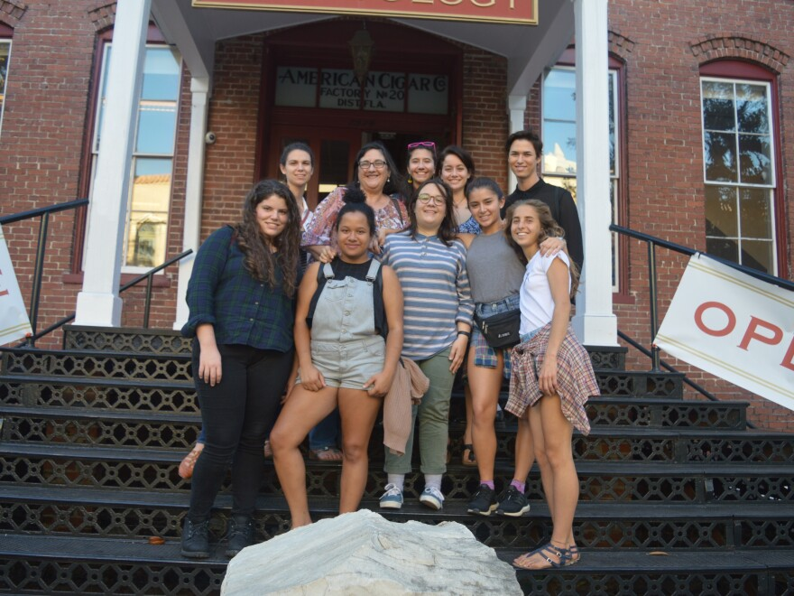 new_college_students_visiting_martinez_ybor_factoryedit2.jpg