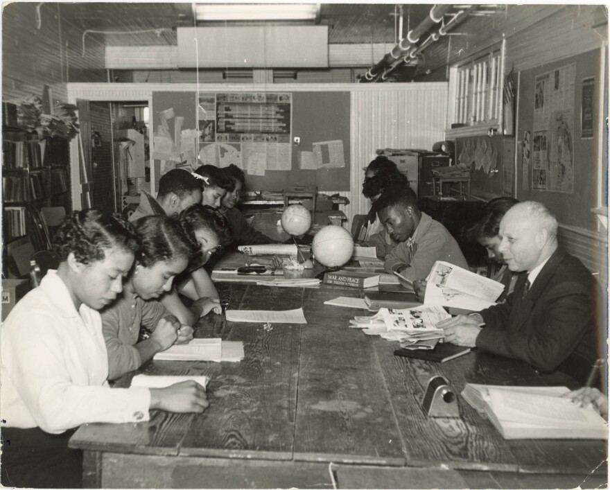 Professor_Ernst_Borinski_teaching_in_the_Social_Science_Lab,_Tougaloo_College,_MS,_ca._1960..jpg