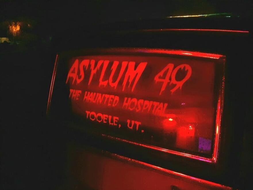 asylum-49-extreme-haunted-house.jpg