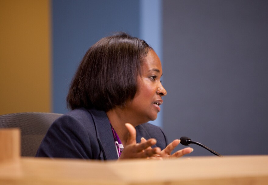 Sheryl-Cole-City-Council-Mtg-08182011-By-Daniel-Reese-25.jpg